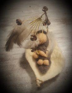 Baby im Filzblatt (2)