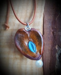 Avocadokette blauer stein