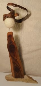 Holzfigur Rinde